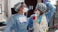 חדשות בריאות, חינוך ובריאות, מבזקים צחוק בצד: הליצנים הרפואיים במחלקות הקורונה