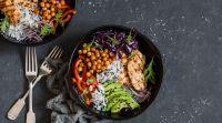 אוכל, מתכונים בשריים מתכון לסלט עוף שכיף להכין כשהמעלות עולות