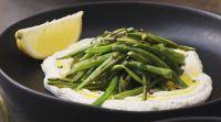 אוכל, מתכונים חלביים מושלם: שעועית ירוקה בגריל על מצע ריקוטה ולימון