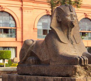 חדשות בעולם, מבזקים מצרים: ניסה להרוס ספינקס בן אלפי שנים