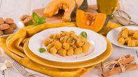 אוכל, מתכוני פרווה זמן להתפנק: מתכון לניוקי דלעת עם פסטו ואגוזי לוז